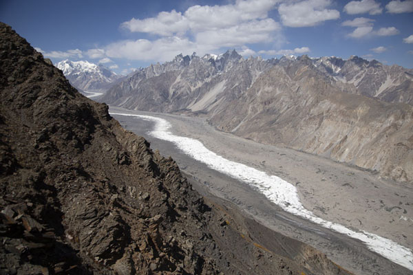 Looking up Batura glacier, one of the largest and longest glaciers on earth outside the polar regions | Patundas | Pakistan