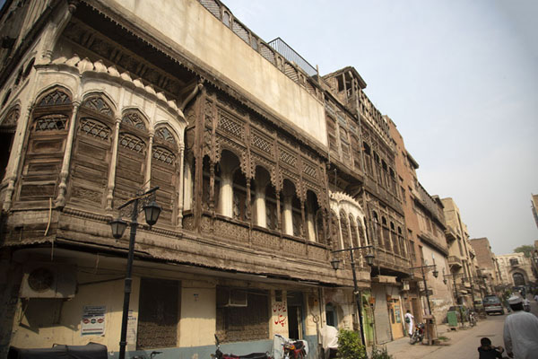 One of the main streets in the walled city of Peshawar | Peshawar old city | 巴基斯坦
