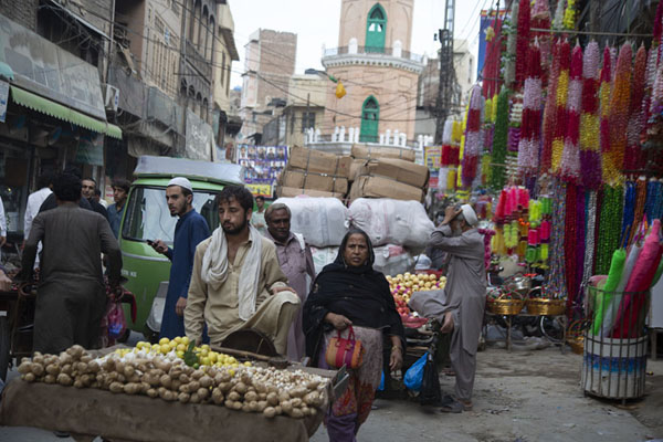 Foto van Many of the streets in the old city of Peshawar are full of people, vehicles, shopsPesjawar - Pakistan