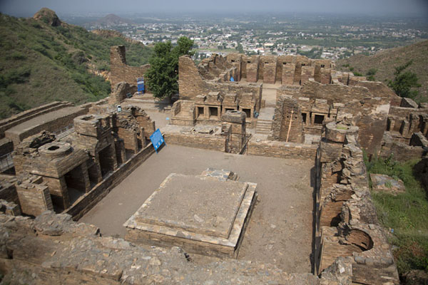 Foto van Overview of the main Takht-i-Bahi Buddhist complexTakht-i-Bahi - Pakistan