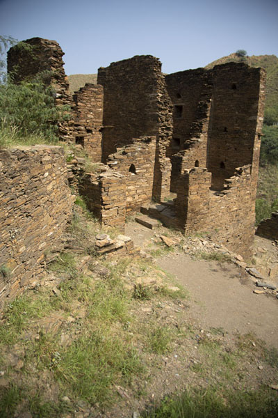Ruined building at the entrance of the Takht-i-Bahi - 巴基斯坦
