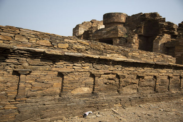 Foto van Detailed view of stone platform on the central stupa courtTakht-i-Bahi - Pakistan