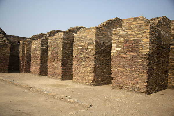 Foto van Wall of the monastic chambers - Pakistan - Azië