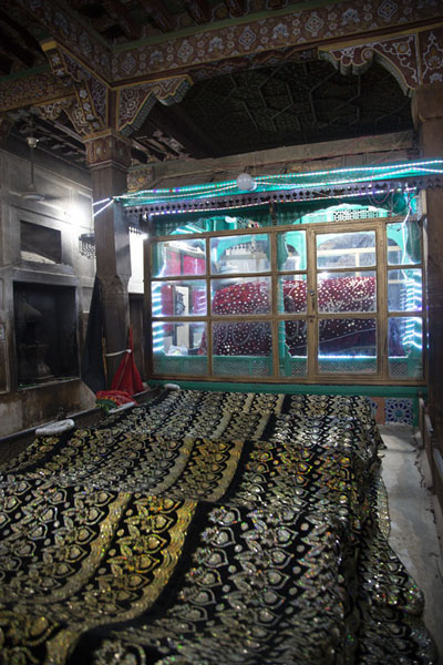 The shrine of Jalaluddin Bukhari, the Traveller of the World | Tumbas de Uch Sharif | Pakistan