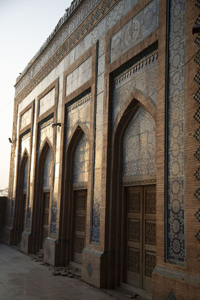 Foto van Wall of the Jalaluddin Bukhari mosque just before sunsetUch Sharif - Pakistan