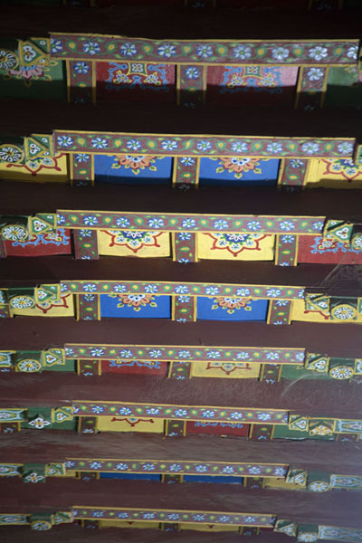The painted ceiling of the shrine of Jalaluddin Bukhari, nicknamed the Traveller of the World, a famous Sufi - 巴基斯坦