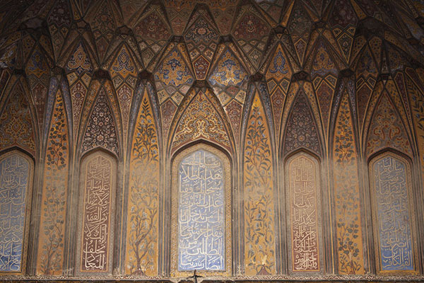 Close-up of the heavily decorated wall of the prayer hall of Wazir Khan mosque | Wazir Khan mosque | Pakistan