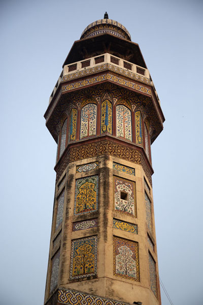 Looking up one of the minarets of Wazir Khan mosque | Wazir Khan mosque | Pakistan