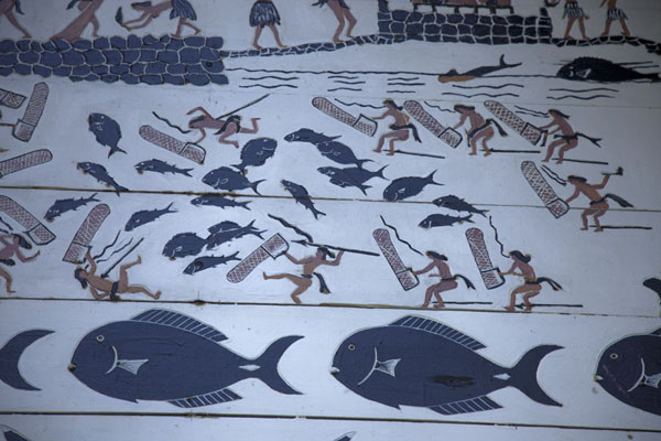 Foto van Fish and people painted on the bai of AiraiBabeldaob - Palau