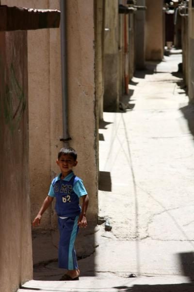 Foto di Palestinian boy in an alley of Asker refugee campNablus - Palestina