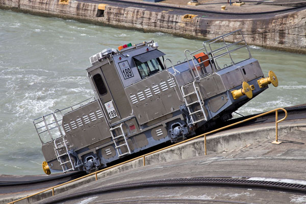 Locomotive on a 45 degree slope to the higher level of the Miraflores locks | Canal de Panama | le Panama