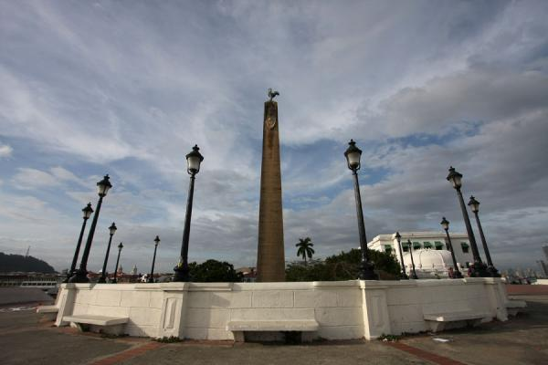 Foto van Monument to the workers of the Panama Canal in the old city of PanamaPanama stad - Panama
