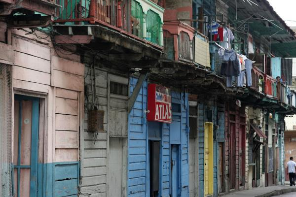 Foto van Block of wooden houses in the old city of PanamaPanama stad - Panama