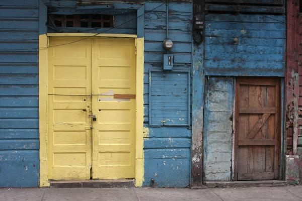 Foto di Wooden doors in a wooden house in the old city of Panama - Panama - America