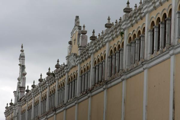 Salón Bolívar seen against a grey sky - 巴拿马