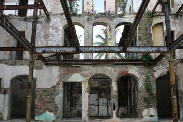 Foto van Old city of Panama: remains of an old building - Panama - Amerika
