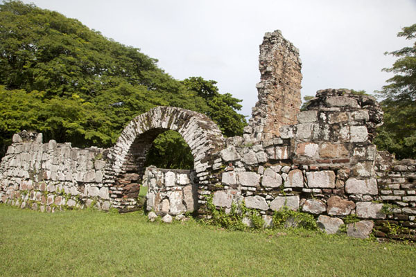 Part of the ruins of the Casas Terrín | Panamá Viejo | le Panama