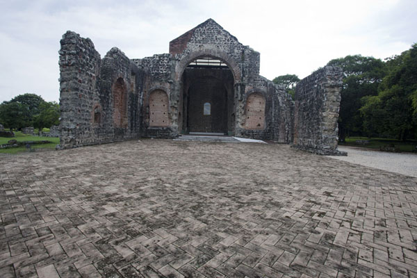 Foto di The partly reconstructed ruins of the Iglesia de la Concepción - Panama - America