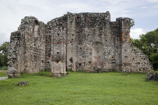 Photo de Ruins of the Church of San José to the north of Panamá ViejoPanama Ville - le Panama