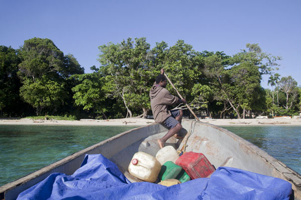 Foto van Arriving at Mandi bay with the betel nut boatBetel nut run - Papoea Nieuw Guinea