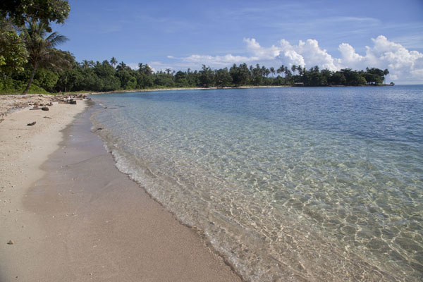 Picture of Betel nut run Angoram to Madang (Papua New Guinea): Beach at Mandi bay, opposite Manam Island