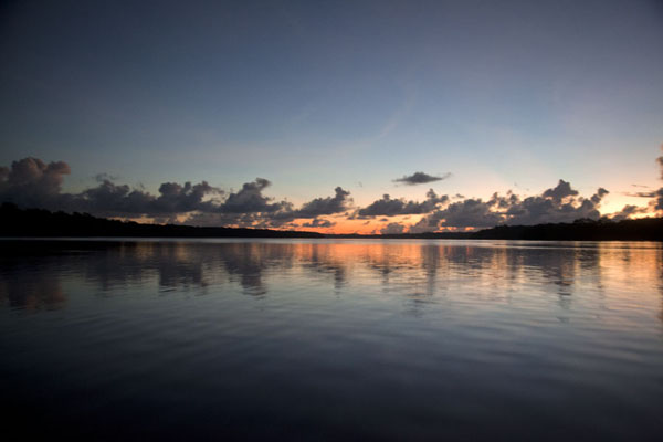 Foto van Sunrise near the mouth of the Sepik riverBetel nut run - Papoea Nieuw Guinea