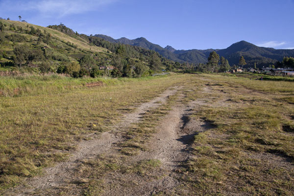 The airstrip of Keglsugl has a steep gradient | Keglsugl | Papúa Nueva Guinea