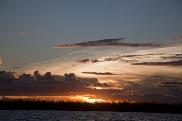 Foto de Sunset over the Sepik riverRío Keram - Papúa Nueva Guinea