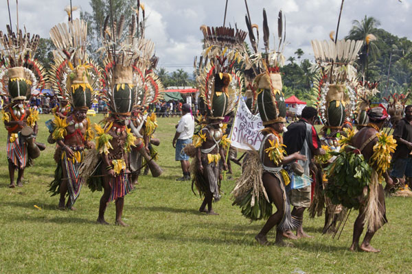 Picture of The Simbai group presents itself to the audienceMadang - Papua New Guinea