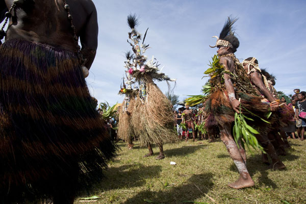 The Kambaramba group dancing to a stiff rhythm | Madang festival | Papoea Nieuw Guinea
