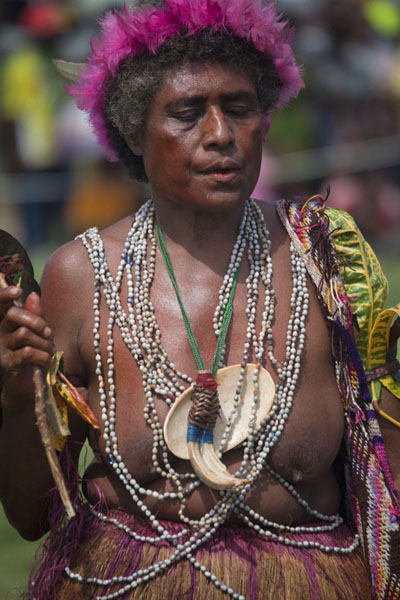 Foto de Traditional attire for woman in one of the singsing groups - Papúa Nueva Guinea - Oceania
