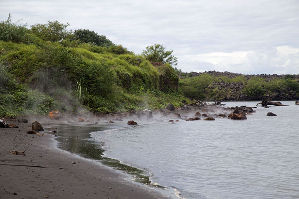 Beach with steamy sea at the feet of Tavurvur volcano | Matupit megapode egg gatherers | 巴布亚新畿内亚