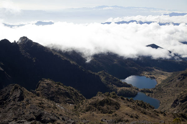 Picture of Mount Wilhelm (Papua New Guinea): The twin lakes of Yaundo and Pinde seen from above