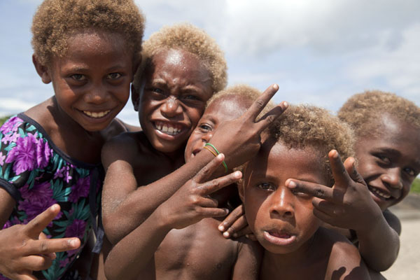 Kids striking a pose near Tavurvur volcano, East New Britain | I Papua | Papua Nuova Guinea