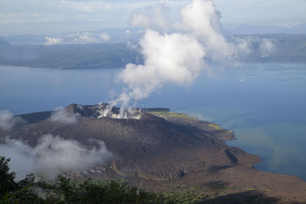 Picture of Rabaul Volcanoes (Papua New Guinea): Looking down on smoking Tavurvur and the entrance of Simpson Harbour, itself a huge caldera