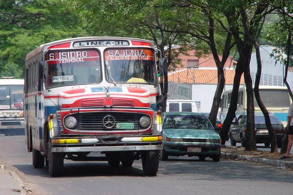 Foto di One of those colourful busesAsunción - Paraguay