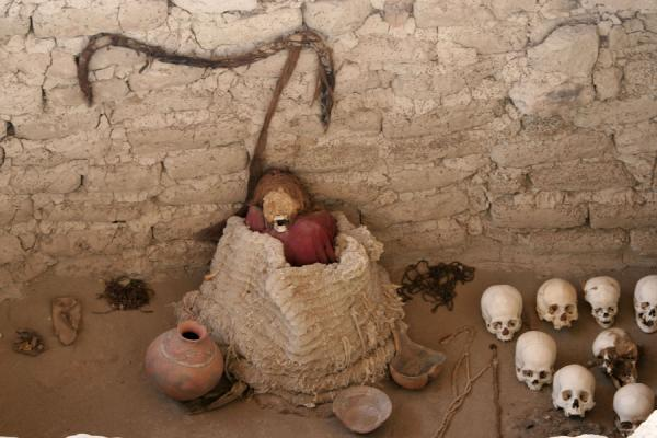 Picture of Mummy and skulls at Chauchilla cemetery