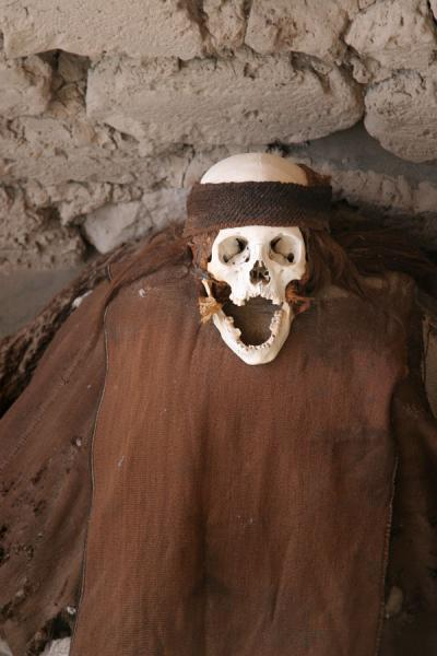 Dressed for the occasion: skull and mummy at Chauchilla cemetery | Chauchilla cemetery | Peru