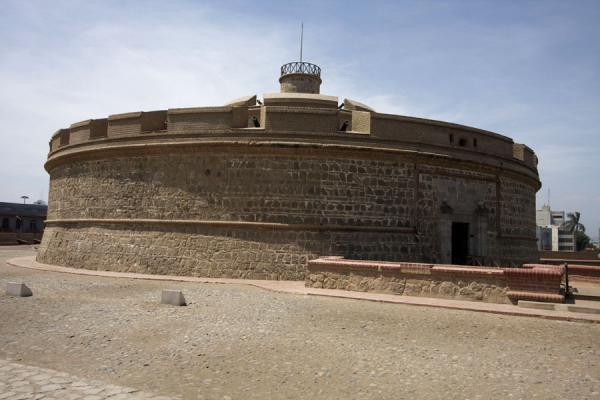 Picture of One of the fortified towers defending the fortress: the Torreón del Rey