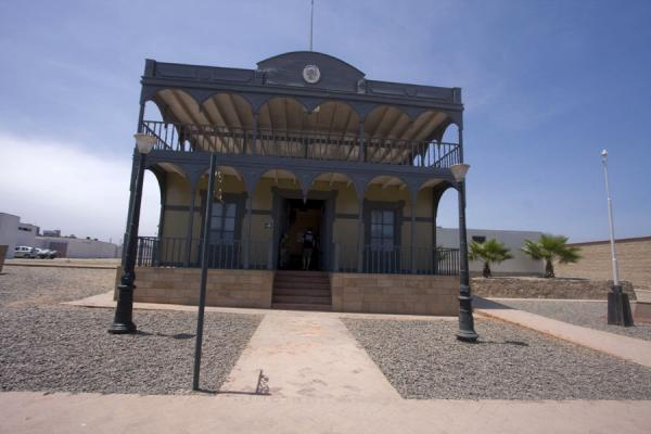 Replica of the Casa de la Respuesta, the headquarters of the Peruvian army in Arica | Fortaleza Real Felipe | Perú