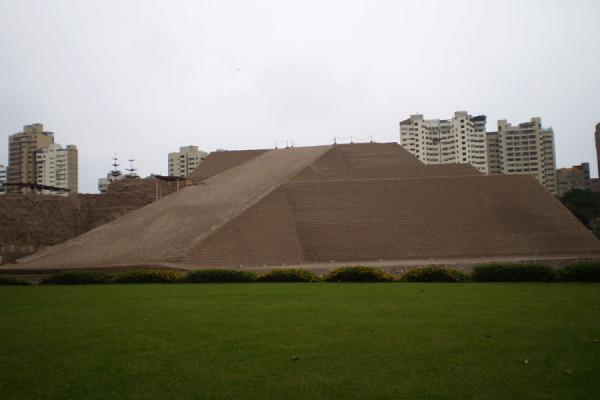 Huallamarca pyramid in the middle of San Isidro | Huaca Huallamarca | Peru