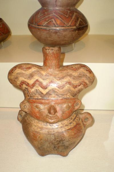 Hualla handicraft on display in the museum | Huaca Huallamarca | Peru