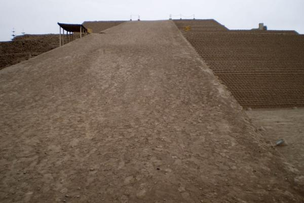 The long walkway up the pyramid of Huallamarca | Huaca Huallamarca | Peru