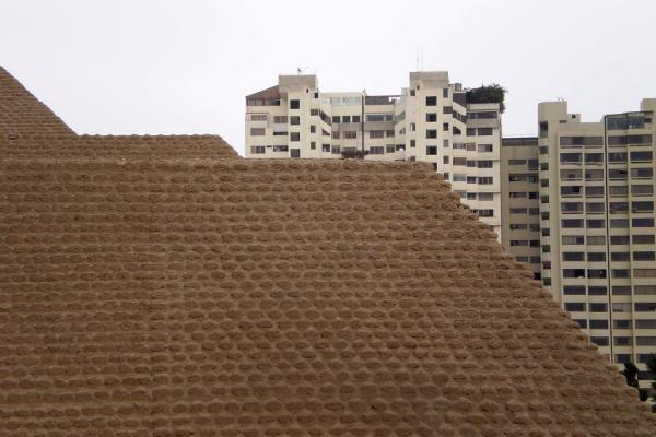 Pyramid and modern apartment blocks | Huaca Huallamarca | Peru