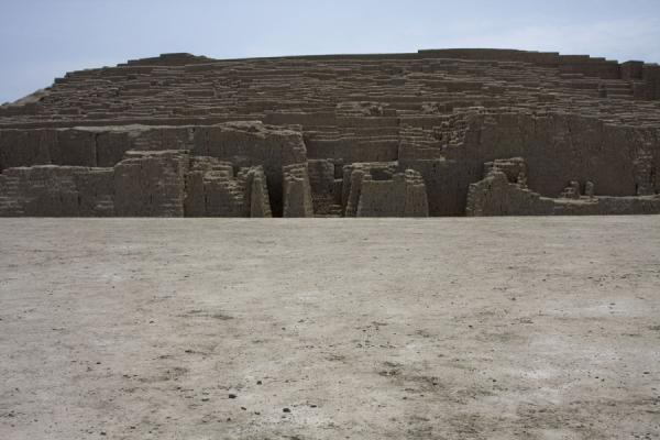 Plaza at the foot of the pyramid | Huaca Pucllana | Peru