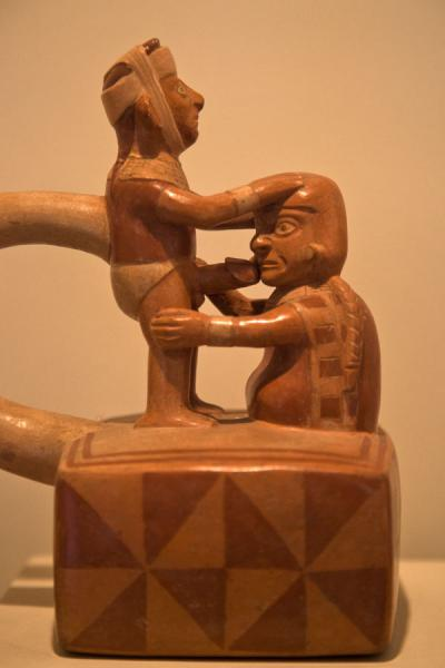 Foto van Pottery representing oral sex in the erotic gallery of the Larco MuseumLima - Peru