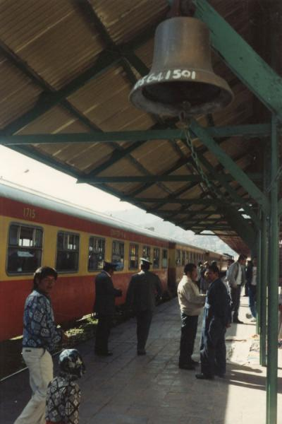 Picture of Platform with waiting train at Cusco railway station