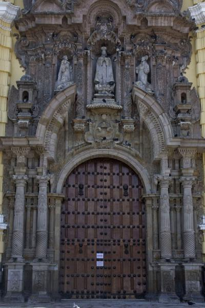 Main door to the San Francisco church | San Francisco Monastery | Peru
