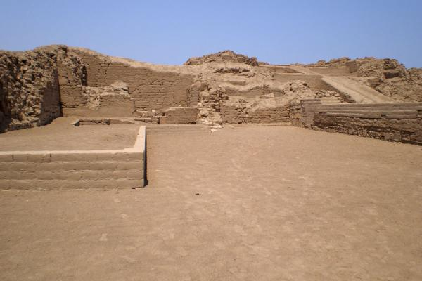 Picture of Pachacamac (Peru): Pyramid seen from a side