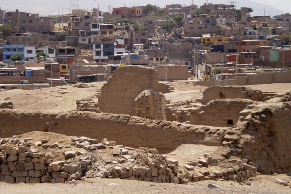 Picture of Pachacamac (Peru): Ruins of Pachacamac with village in the background